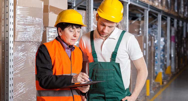 Trainee, supervisor in warehouse